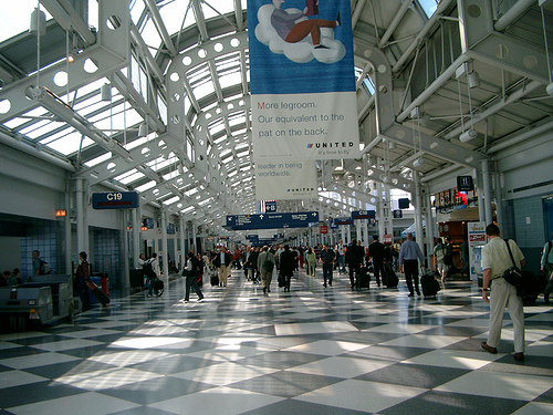 People walking into Chicago O'Hare Airport